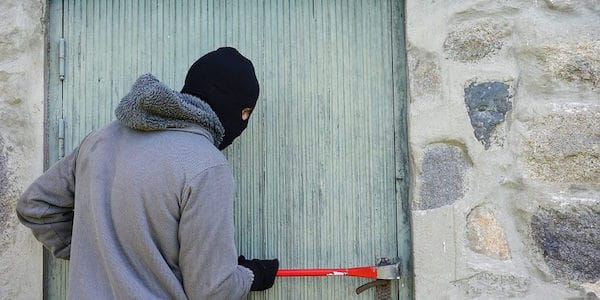 cómo prevenir robos en casa esta navidad
