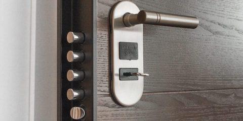 Instalación Bombillos de Seguridad - Hergoy