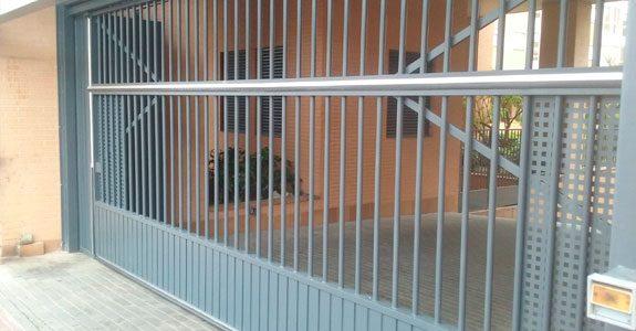 normativa relacionada con puertas de garaje