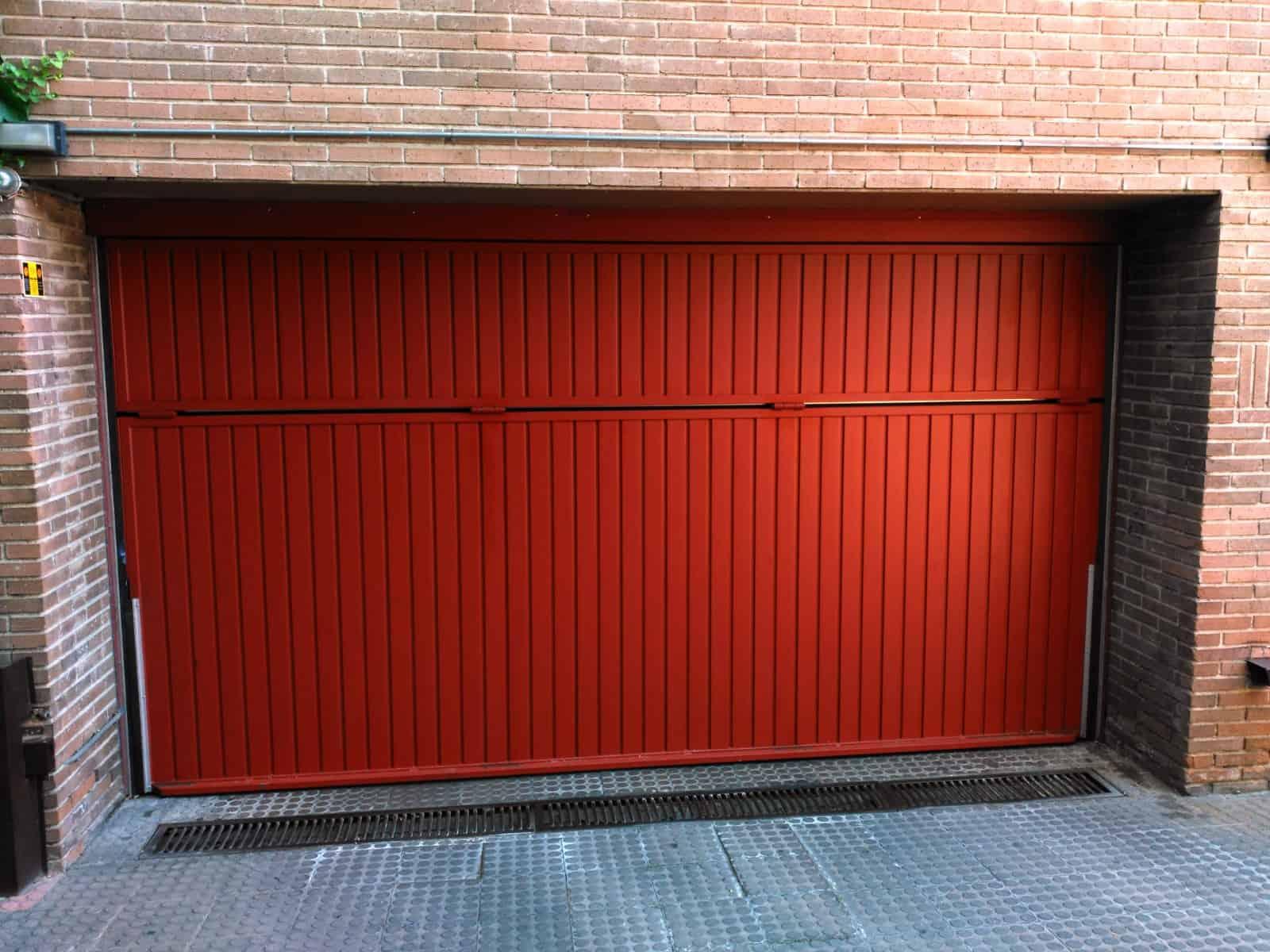 Qué puerta poner en mi garaje - Hergoy Cerrajeros